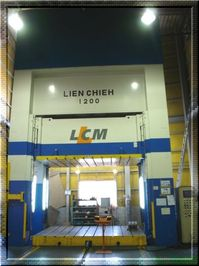 油圧1200t LIEN CHIEH ベット面積3500mm×2500mm H15年6月新設.jpg